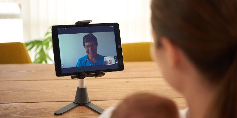 Videokonference med sygeplejerske front