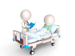 Læge læser journal op for patient i seng